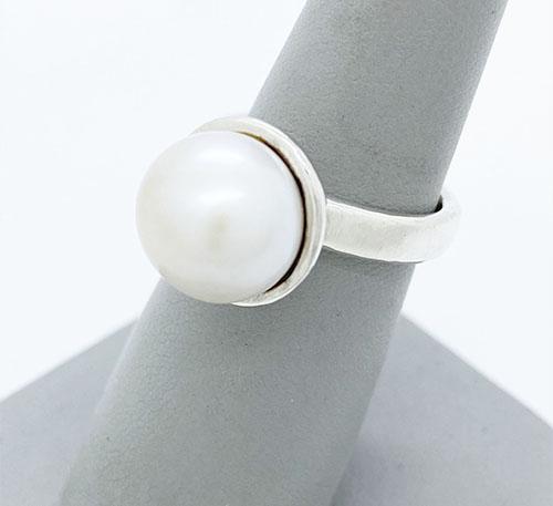 Anillo de plata con perla natural
