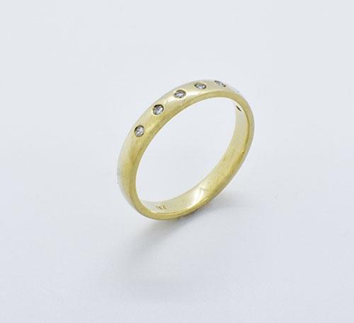 Argolla de compromiso de oro y 5 diamantes