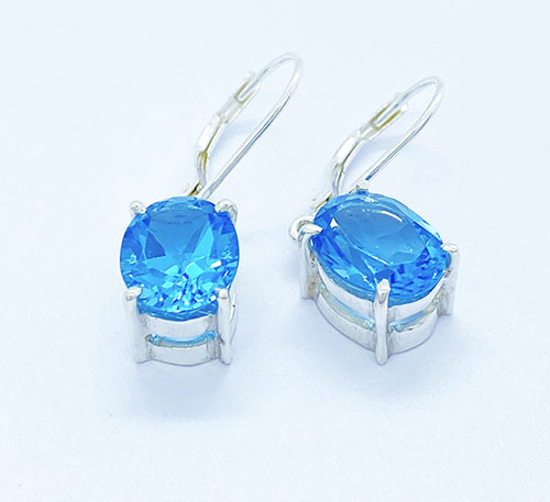Aretes de plata con topacio azul natural